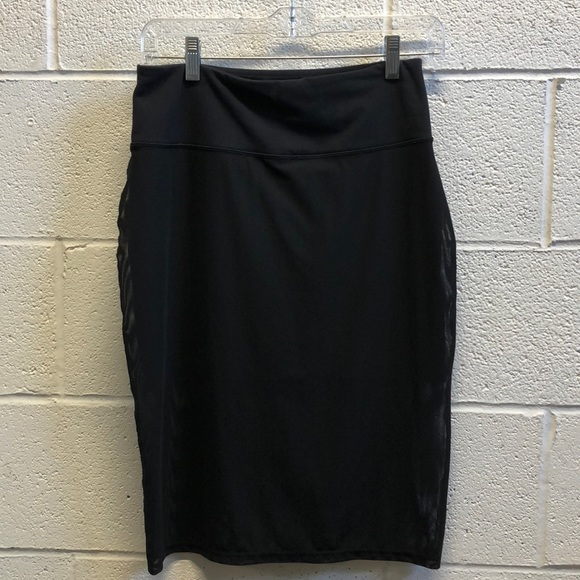 lululemon athletica Dresses & Skirts - Lululemon black mesh pencil skirt size 6 61457